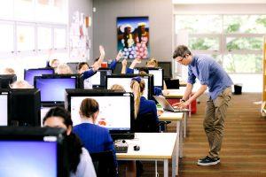 Moderner Unterricht mit PCs an Schule in Neuseeland