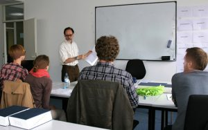 Im Unterricht an der Übersezer- und Dolmetscherschule Köln