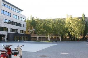 Übersetzer- und Dolmetscherschule Köln am Campus Rheinische in Köln-Ehrenfeld bietet Ausbildungen mit Sprachen