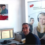Dozent im Unterricht im Online-Kurs staatlich geprüfter Übersetzer