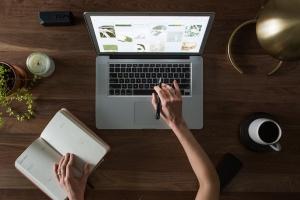 Von zu Hause im Online-Kurs staatlich geprüfter Übersetzer werden